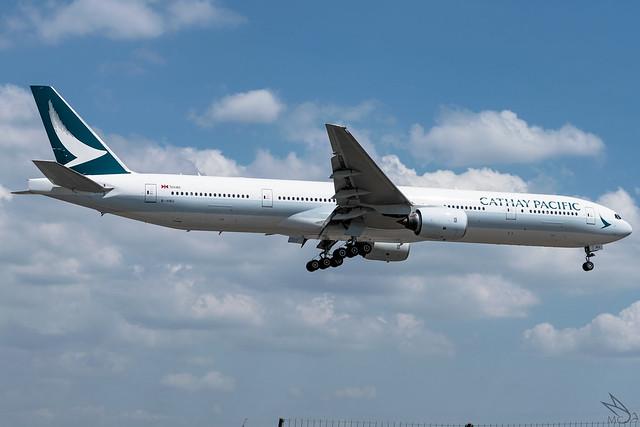 Cathay Pacific - Boeing 777-31H / B-HNU @ Manila