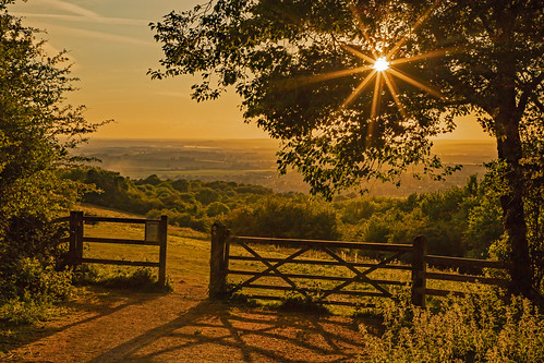 uk oxfordshire chiltern hills sunset andreapucci gate fence