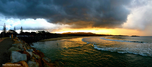 parkbeach parkbeachsouth coffsharbour coffscoast midnorthcoast nsw australianbeaches beach nswbeaches breakwall sunset clouds storm landscape landscapes water surf iphonexbackdualcamera iphone iphonex appleiphonex iphonephotography shotoniphone iphonepanorama iphonexpanorama appleiphonexpanorama wideangle