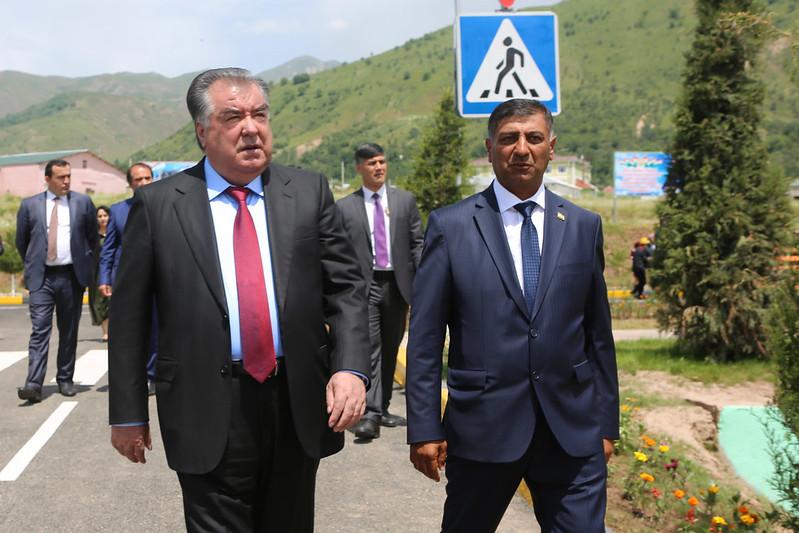 Президент страны Эмомали Рахмон сдал в эксплуатацию футбольную площадку в Нурободском районе