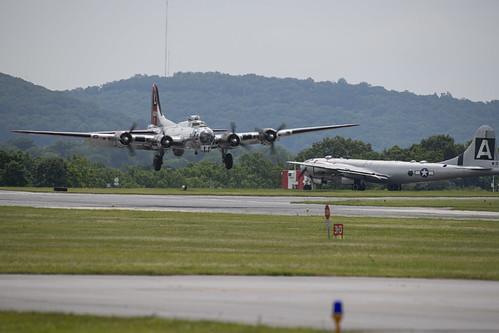 B-17G Landing at Reading