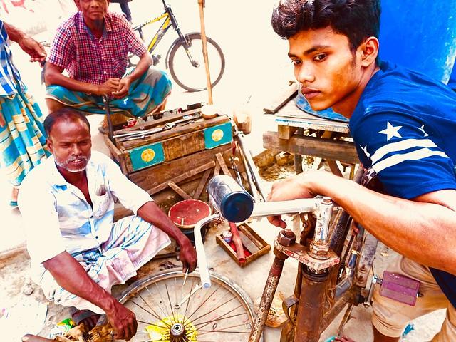 Bikes on Dhaka pavements