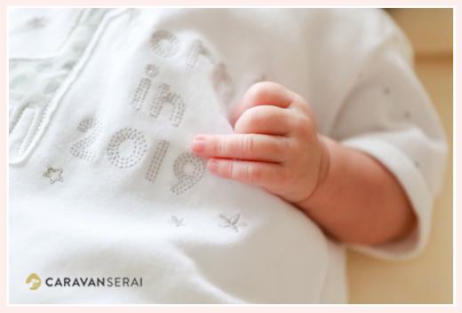新生児赤ちゃんの手のアップ