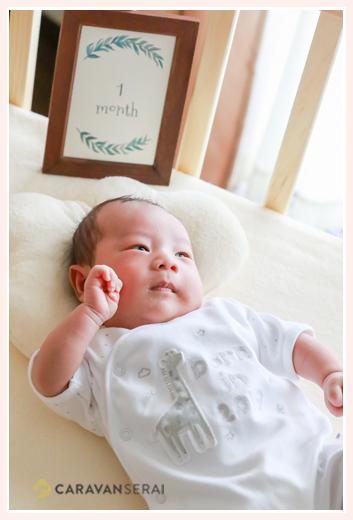 新生児の赤ちゃん ベビーベッド