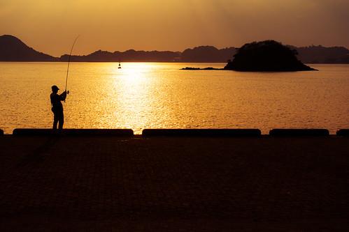 matsuyama port sunset fisher people silhouette ehimeprefecture shikoku 四国 愛媛県 松山市 日本 japan 5月 五月 早月 gogatsu satsuki fastmonth 2018 令和元年 summer may reiwa