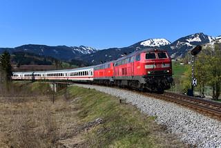 218 476-0 und 218 499-2 DB I IC 2012 I Fischen im Allgäau (7161)