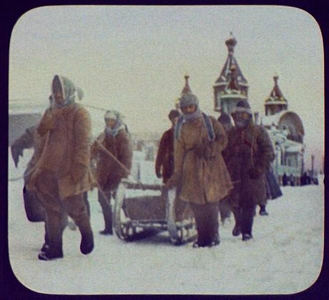 Хабаровск. Осужденные маршируют под стражей