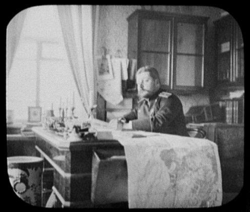 Хабаровск. Действительный статский советник Д. Ф. Коморский, инспектор тюрем Приамурского генерал-губернаторства в своём кабинете