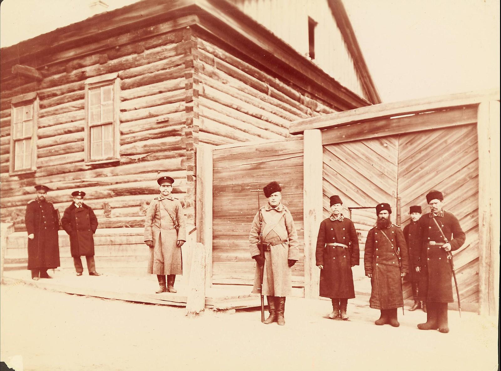 Хабаровск.  Осужденые, тюремные служащие и охранники.