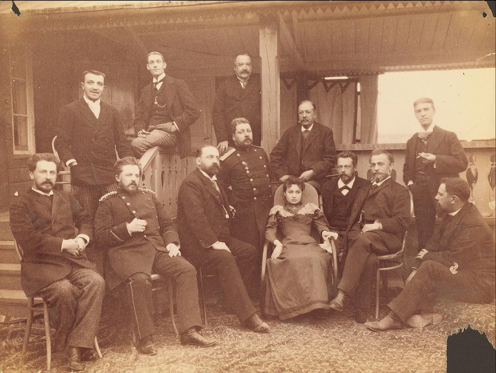 Хабаровск.  Группа военных, городской совет и гражданские чиновники с членами комиссии.