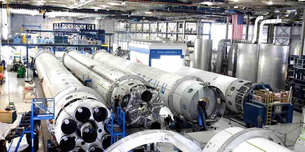 soaceX-hangar-fusée-moteurs