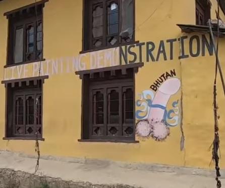 Una de las imágenes que más se repiten en las fachadas de Bután