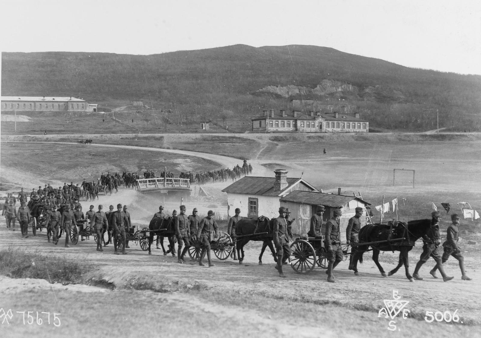 1918. Пулеметная рота 31-го пехотного полка США на марше 9 ноября