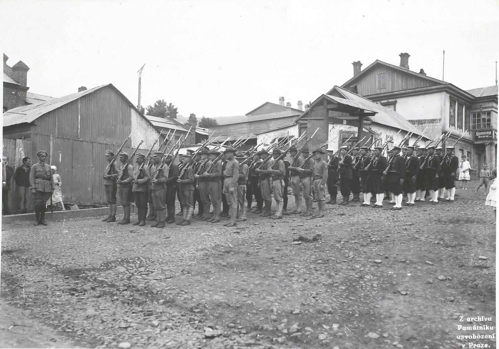 1918. Патрули союзных войск во Владивостоке. Первые четыре - чешские легионеры