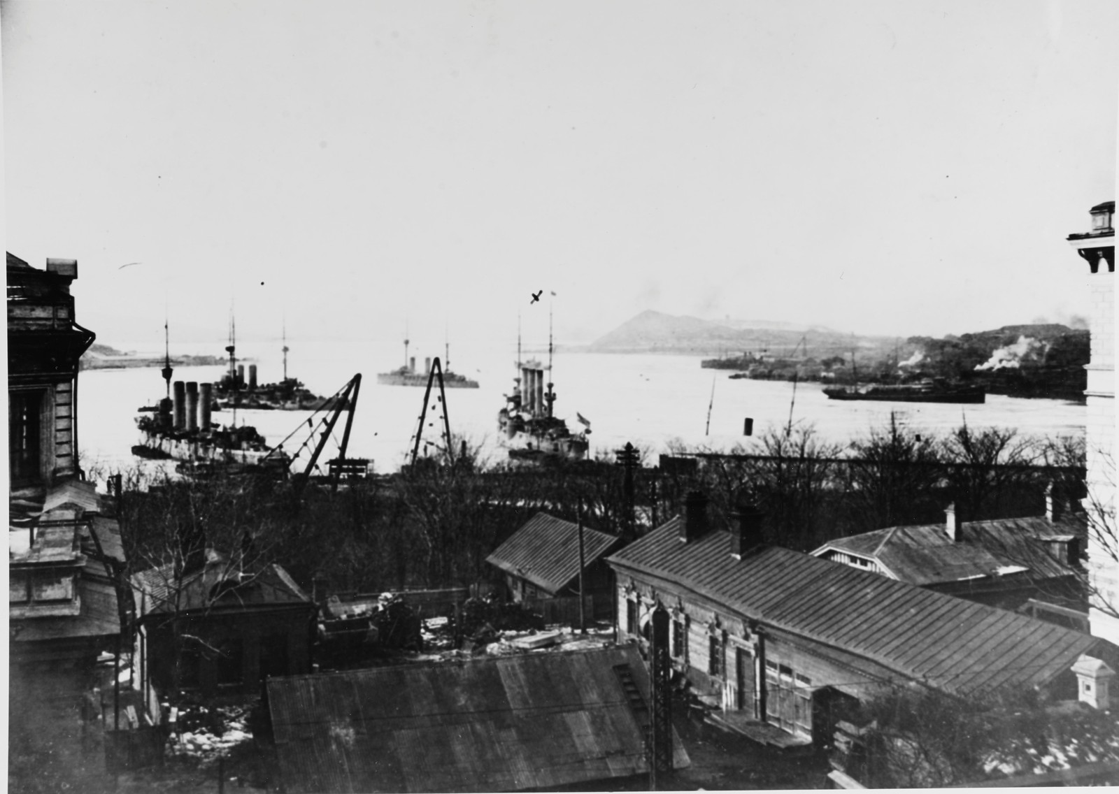 1918. Флагман Азиатского флота Бруклин (в центре «Х») в заливе Петра Великого