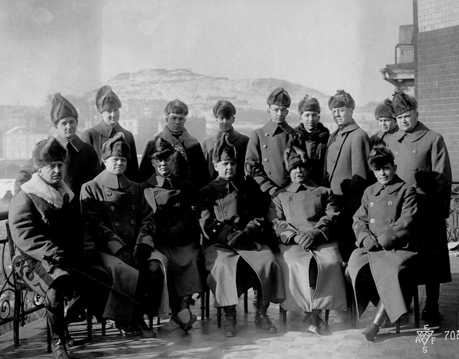 1918. Генерал-майор Уильям С. Грейвс,  командовавший американскими оккупационными силами на Дальнем востоке и в Сибири и его штаб, Владивосток