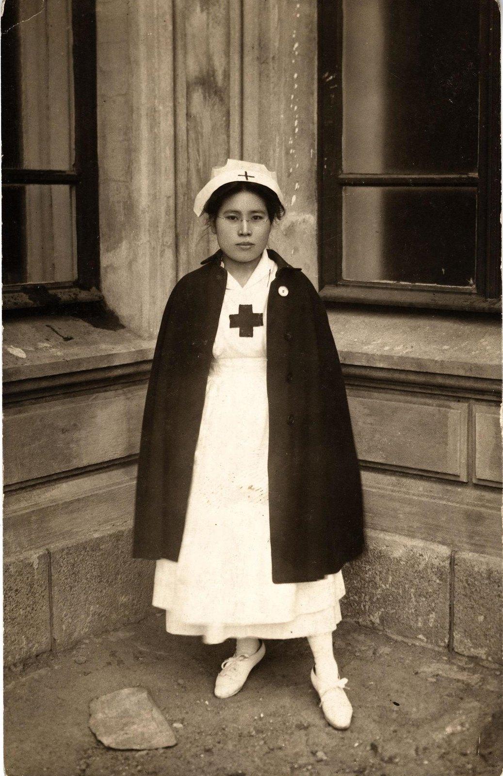 1918. Медсестра японского Красного Креста во Владивостоке