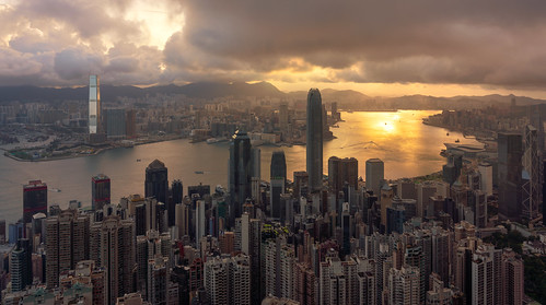 hongkong asia china thepeak cityscape skyline urbanlandscape sunrise buildings financialdistrict clouds architecture crowded reinaroundtheglobe a7riii fullframe © reiniersnijders ©reiniersnijders
