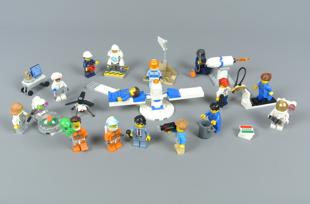 Review: 60230 People Pack - Space Research and Development ...