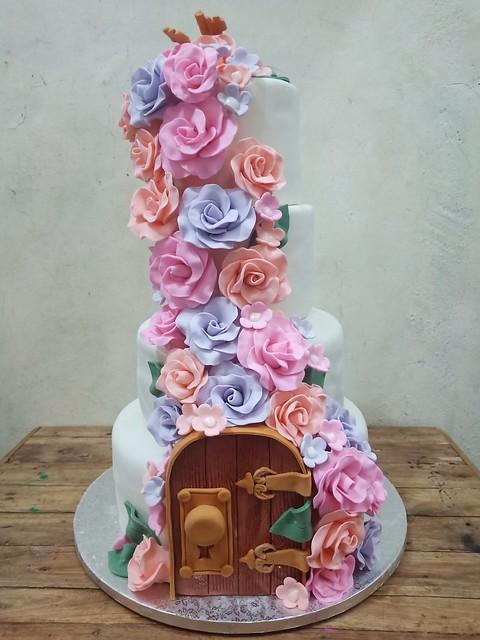 Enchanted Secret Garden by Cake Lovers - Custom Cakes
