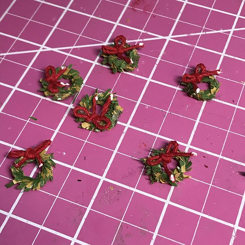 making bows for tiny wreaths