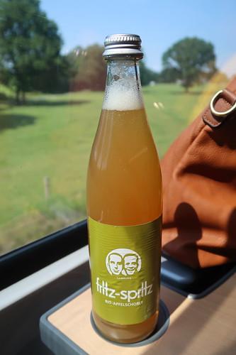 fritz-spritz bio-apfelschorle (auf der Zugfahrt von Hamburg nach Flensburg)