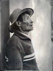 """Candid portrait"" #blackandwhitephoto #streetphoto #monochrome #cochabamba #bolivia #retrato #portrait #tintype #hipstamatic"