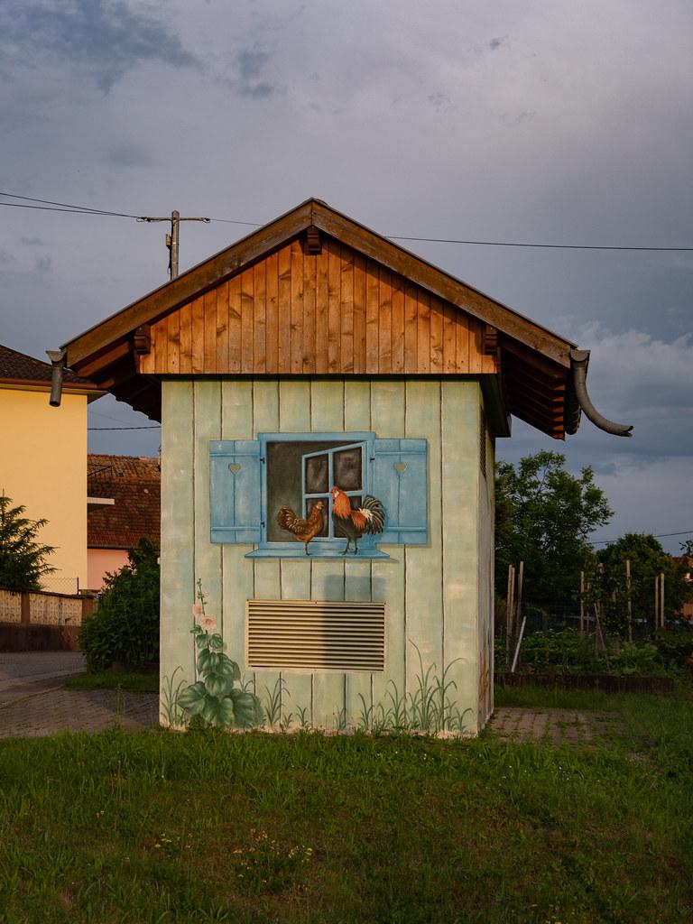 Le transformateur électrique décoré de mon village... 48128393436_83d59de3ee_b