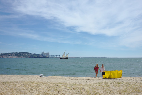 The timid arrival of this year's Summer in Portugal #street #lisbon #portugal #t3mujinpack