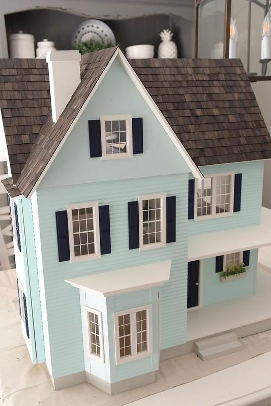 B&C Dollhouse