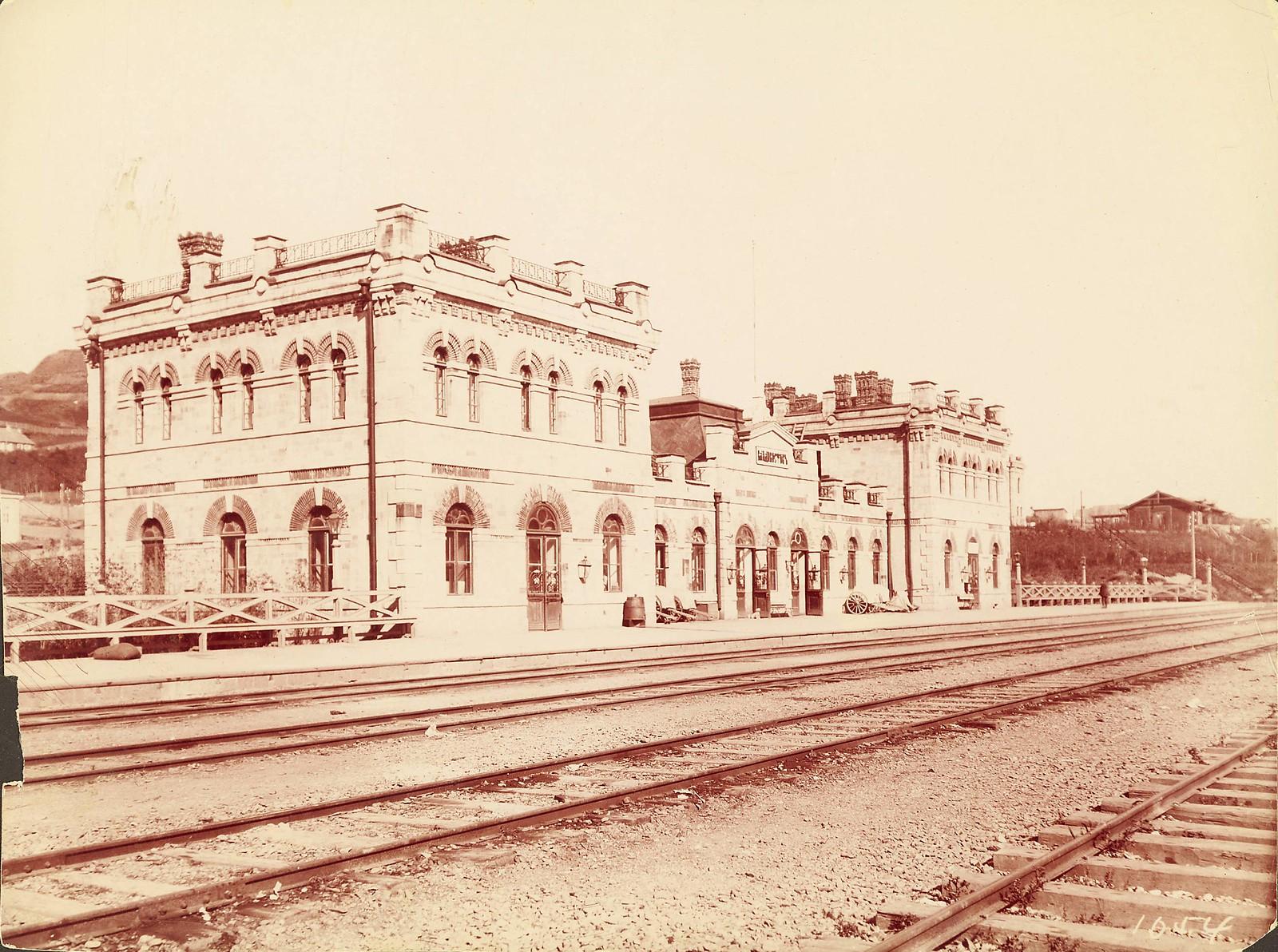 Железнодорожный пассажирский вокзал во Владивостоке