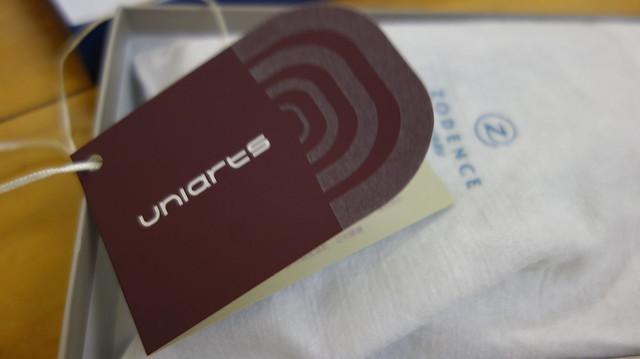 保卡外面寫uniarts@ZODENCE西班牙牛皮撞色推扣短夾