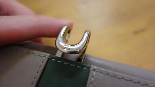 金屬推扣設計@ZODENCE西班牙牛皮撞色推扣短夾