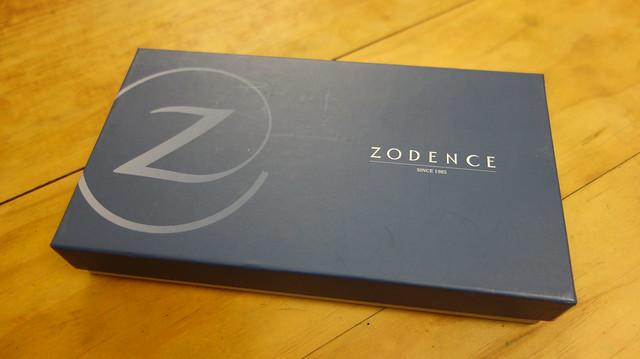 外盒@ZODENCE西班牙牛皮撞色推扣短夾