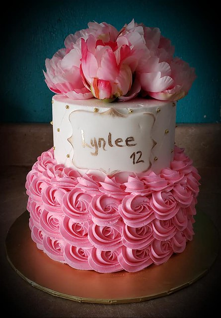 Cake by Shell's Creations