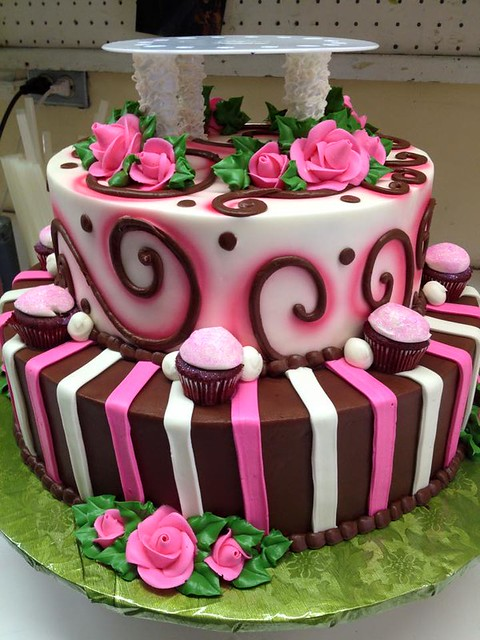 Cake by Hansen's Cakes are Cool