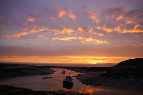clevedon somerset england uk gb britain outdoors sony alpha ilce7rm2 zeiss a7rii sunset sun evening dusk clouds sky coast boats reflections dof water harbour harbor colour seascape beach tide orange purple