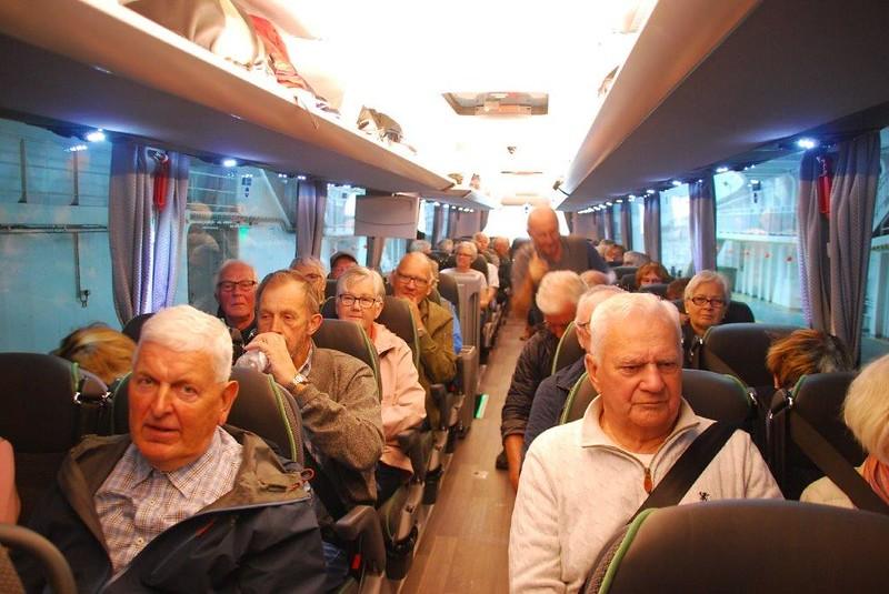 Her er alle komt ombord i bussHer er alle komt ombord i bussenen
