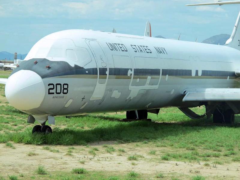 McDonnell-Douglas C-9B Skytrain II 3