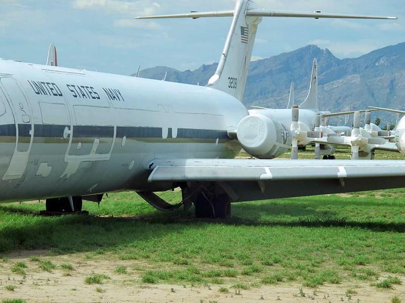 McDonnell-Douglas C-9B Skytrain II 4