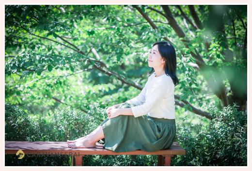 過食症専門カウンセリング「ハッピーフローラ(Happy Flora)」鈴木玲奈さま 森の中でプロフィール写真撮影