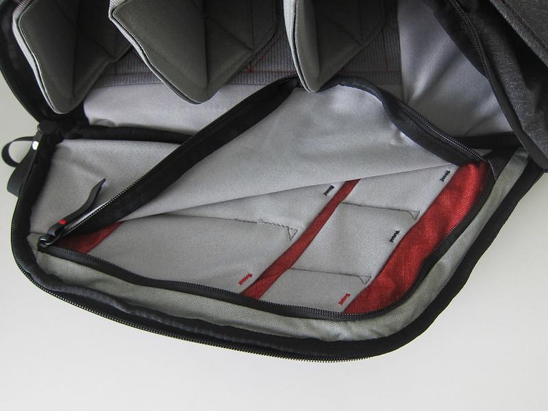 Peak Design Everyday Backpack 20L - Right Pockets