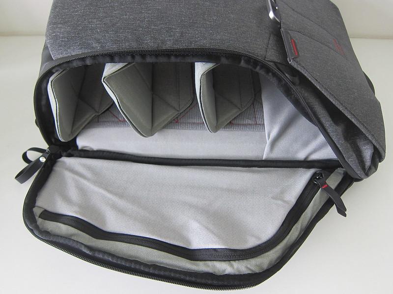 Peak Design Everyday Backpack 20L - Right Open
