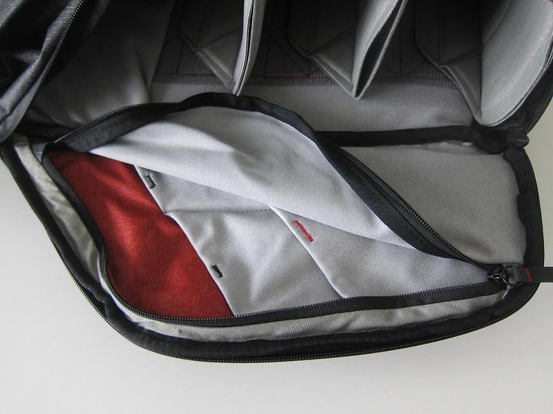 Peak Design Everyday Backpack 20L - Left Pockets