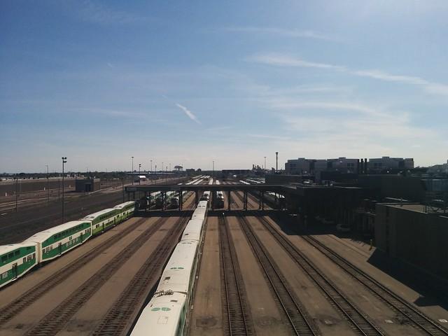 GO Transit Willowbrook Yard #toronto #etobicoke #islingtonave #rail #blue #sky #gotransit #willowbrookyard #latergram
