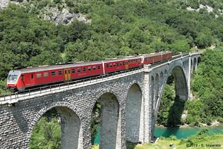 LP 4205 da Jesenice in transito sul ponte di Solkan