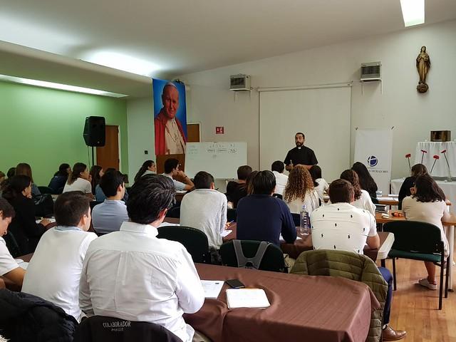 P. Esteban Rodríguez expone algunos contenidos