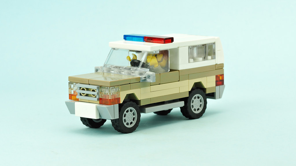 Stranger Things Chief Hopper's Car (custom built Lego model)