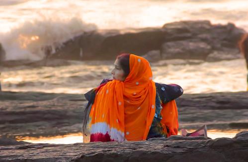 portrait lady traditional bandra rock beach mumbai debmalyamukherjee canon550d 18135 sea waves