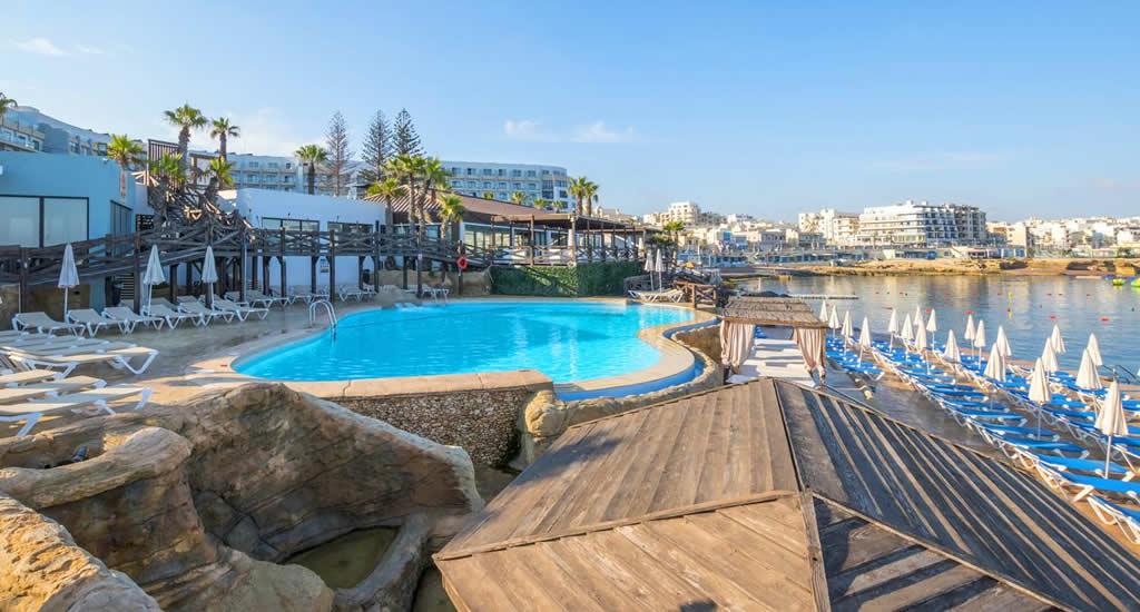 Zwembad en strand Dolmen Resort, Qawra | Malta & Gozo